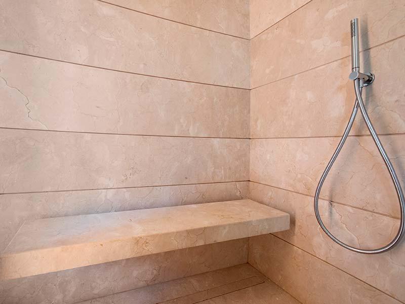 Rivestimento bagno marmo scuretto crema marfil artemarmi - Rivestimento bagno marmo ...