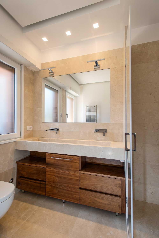 Bagno rivestimento crema marfil artemarmi - Profilo rivestimento bagno ...