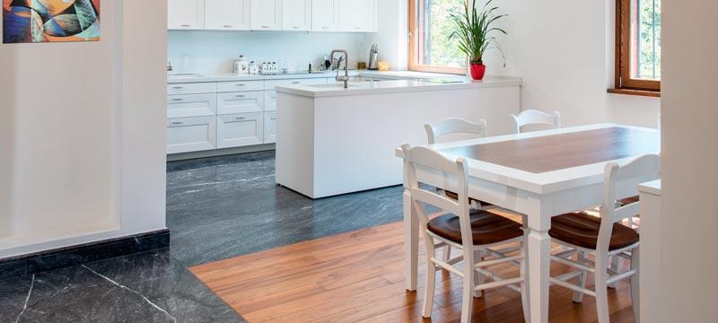L 39 eleganza del marmo blue de savoie in un appartamento a for Ristrutturazione appartamento roma