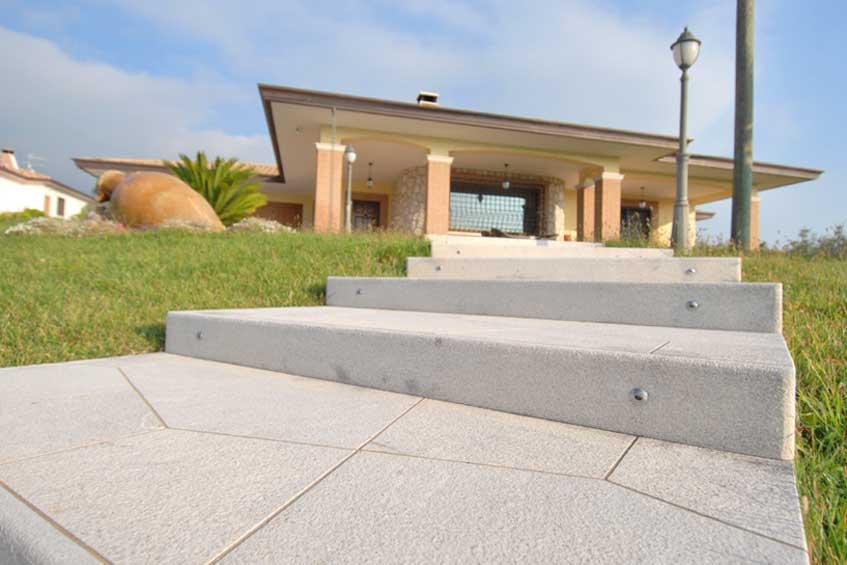 Pavimenti in pietra per esterno artemarmi frosinone for Scale esterne in marmo