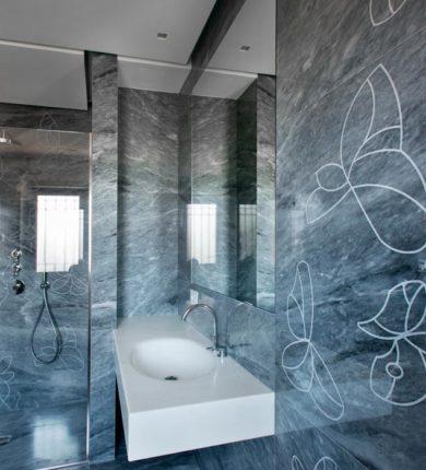 Bagno in marmo personalizzato disegno farfalle