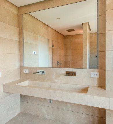 Bagno rivestimento pavimento lavabo in marmo crema marfil