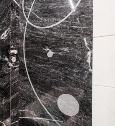Dettaglio personalizzazione rivestimento in marmo