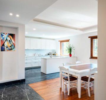 Ristrutturazione cucina pavimento in marmo top lapitec
