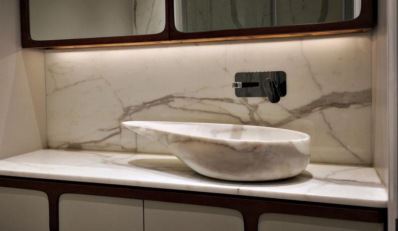 Bagni In Marmo Di Carrara : Loft di londra in marmo di carrara elegant white progettato da